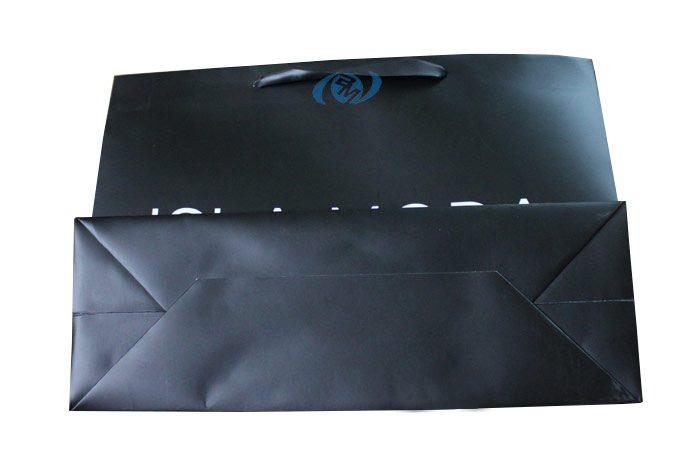Một góc chụp khác của mẫu túi giấy thời trang in offset