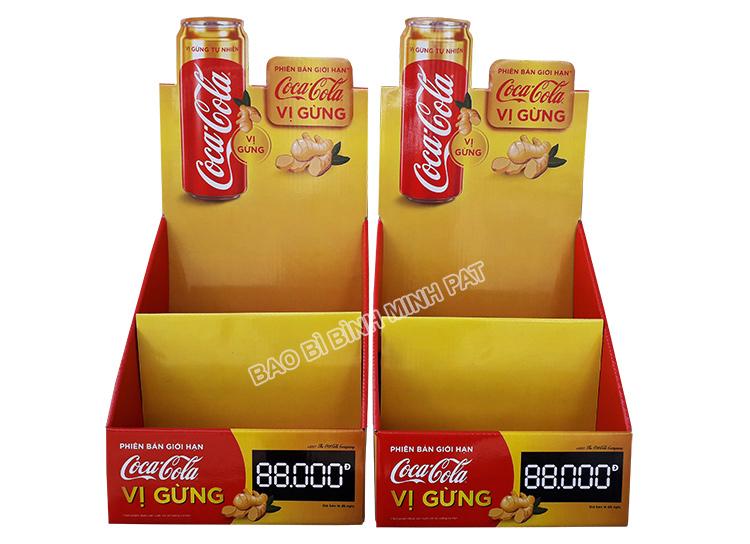 Kệ giấy trưng bày nước ngọt CocaCola - hinh 3